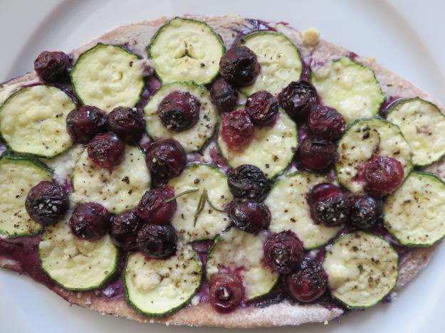 blaubeer-zucchini-flammkuchen
