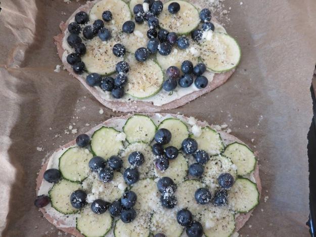 blaubeer-zucchini-flammkuchen2
