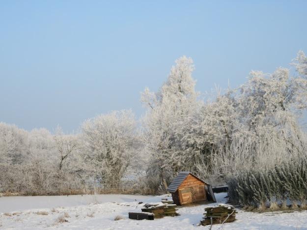 haus-am-see-im-winter