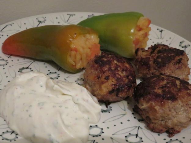 lammfrikadellen-joghurtcreme-spitzpaprika-risotto