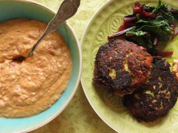 Zucchini-Puffer mit Sauerrahm-Dip