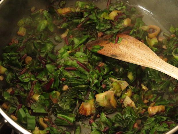 Gemüse von den Blättern der roten Bete