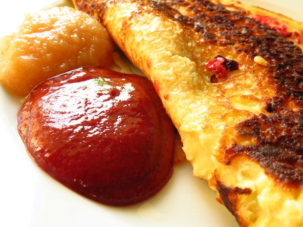 Pfannkuchen mit Pflaumenmus und Apfelmus