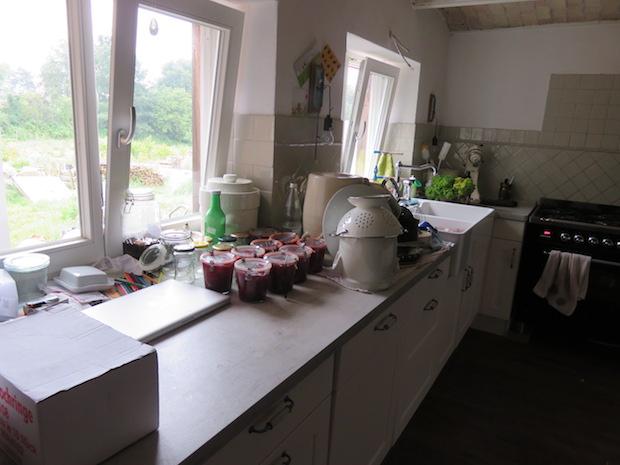 Einmachzeit morgens halb 8 in Norddeutschland. Totales Küchenchaos.