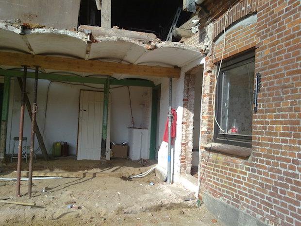 Alte huser renovieren hbmiaxoagtb jpg haus renovieren pinterest blick auf alte huser mit in - Fachwerk innen dekorieren ...