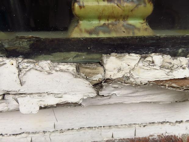 Altes dänisches Fenster ohne Kitt