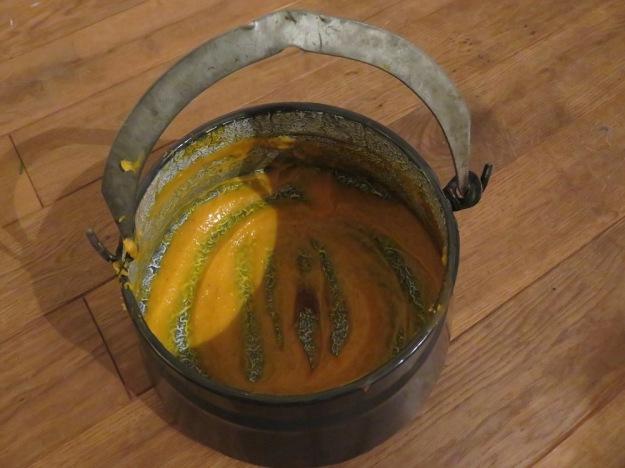 Hexenkessel mit Kürbissuppe