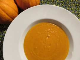 Herbstliche Kürbissuppe zu Halloween am Lagerfeuer