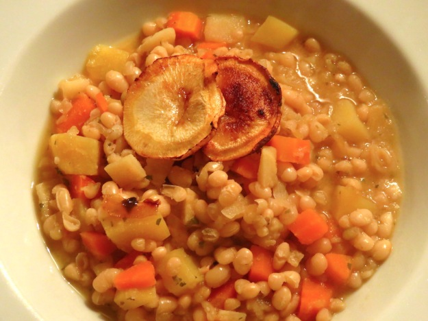 Bohnensuppe mit Petersilienwurzl