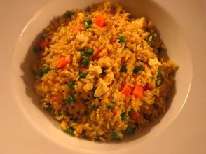 Ein sparsames Winteressen: Curryreis mit Rührei