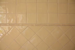 Handformfliesen diagonal verlegt mit Bordüre in der Küche