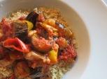 Gebackener Auberginensalat mit scharfer Minz-Salsa und Butter-Couscous