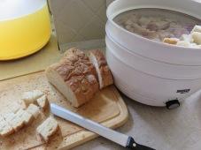 Altbackenes Brot zu Semmelbröseln