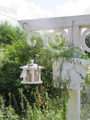 Neues Vogelfutterhaus