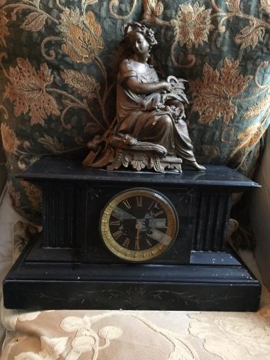 Kaminuhr mit Demeter-Figur
