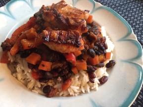 Schwarze Bohnen, Reis, Hühnchen mit Tamari