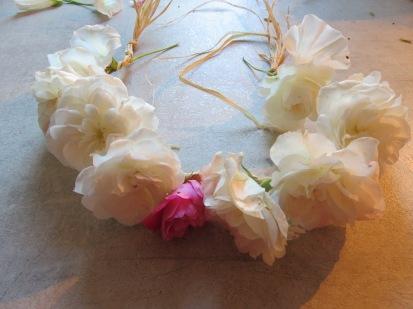 Blumenkranz für das Sommerfest im Waldorfkindergarten